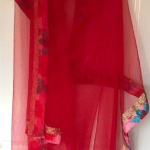 Dupatta czerwona  zloto kolorowe brzegi