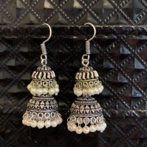 Kolczyki srebrno perlowe