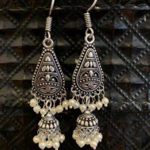 Kolczyki srebrne z perlowymi koralikami