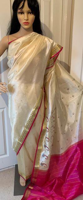 Sari saree kremowe haftowane
