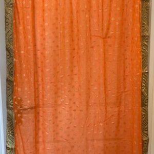 Sari pomaranczowe ze zlotem