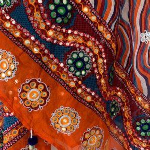 Dupatta kolorowa, pompony muszelki 274