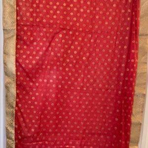 Sari czerwone ze zlotem  098