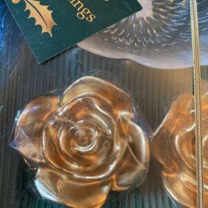 Zestaw- dwie swiece roze  z podstawka