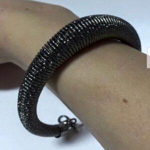 Bransoletka na rękę metalowa czarna