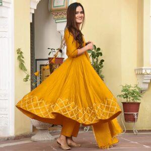 Sukienka plus szal ciemno żółta L  Indie A061